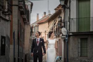 Fotografía de boda perfecta y muy narrativa de una pareja en Toledo.